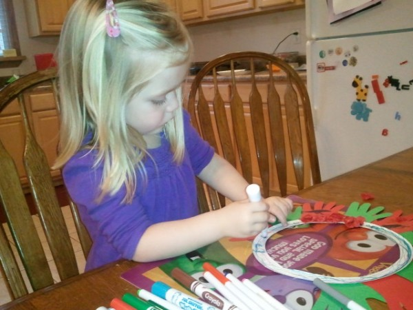Lauren traces the center of her wreath with markers.